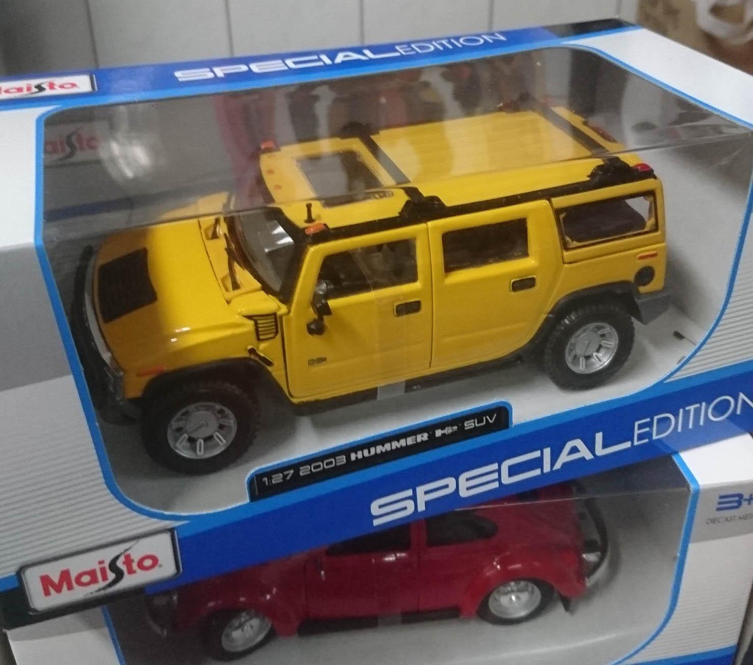 Maisto 1:27 2003 HUMMER H2 SUV 合金車,益祥模型玩具外盒實際拍攝照片。